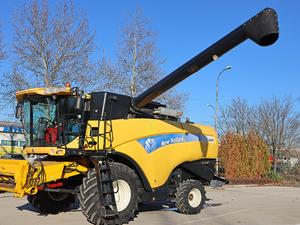 Комбайн New Holland CX 8070